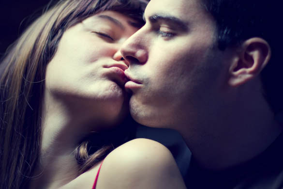 How to initiate a kiss - 5 working tricks| FGF Blog